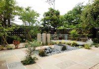 石仏のある庭の風景(八幡市)