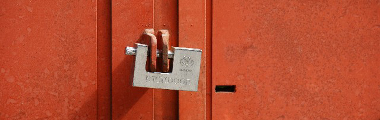 門の扉が閉まらない