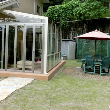 三方ガラスのガーデンルーム