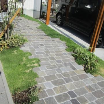 自然石と芝生