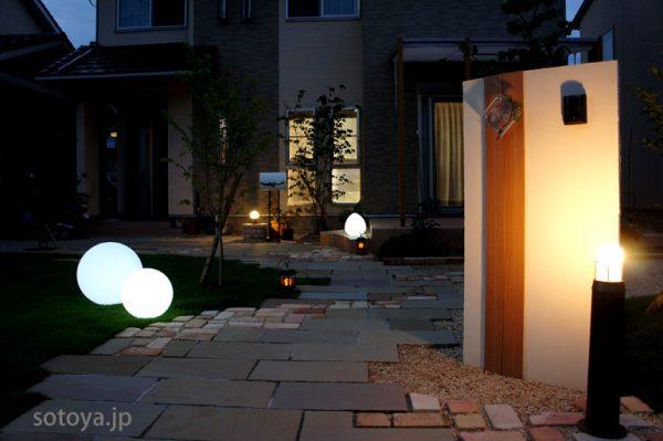 ガーデンライトで夜の庭を華やかに演出しよう