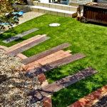 樹木との共生も考えた人工芝の庭(八幡市)