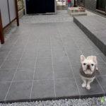 大阪で外構工事をしたい方へ!庭にタイルを敷くメリットや注意点とは